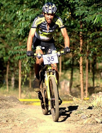 The climbing prowess of Germany's Wolfram Kurschat helped him secure victory in the cross-country race