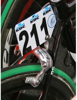 A raised brake bridge affords more tyre clearance but requires a long-reach brake caliper.
