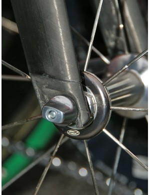 Didn't believe that 3T used carbon dropouts on their Funda Pro fork?  Here's your proof as seen on this unfinished team-only model.