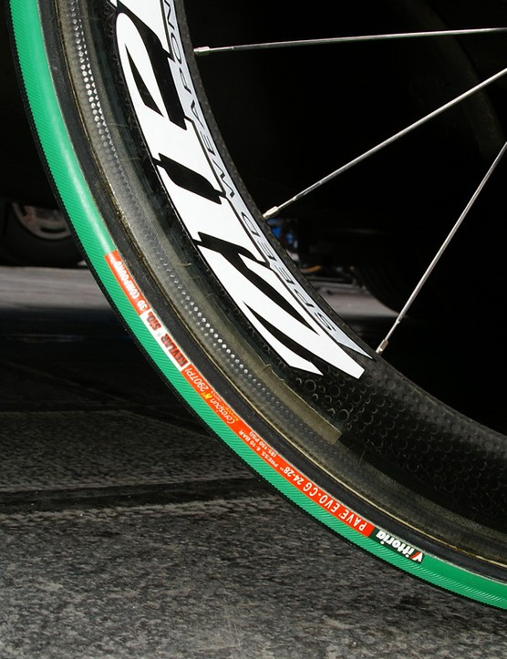 The same tyre mounted on a standard Zipp 404 makes the difference in rim width much more obvious.