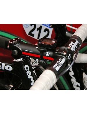 The RS' longer head tube requires Hammond to use a -17º stem to get the bars low enough.