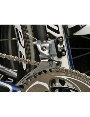 …but a special steel-caged Red front derailleur which is presumably preferred for its greater cage rigidity.