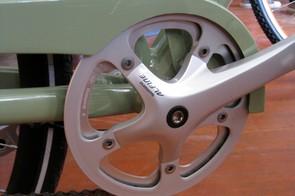 The Shimano Alfine single chainring crankset.