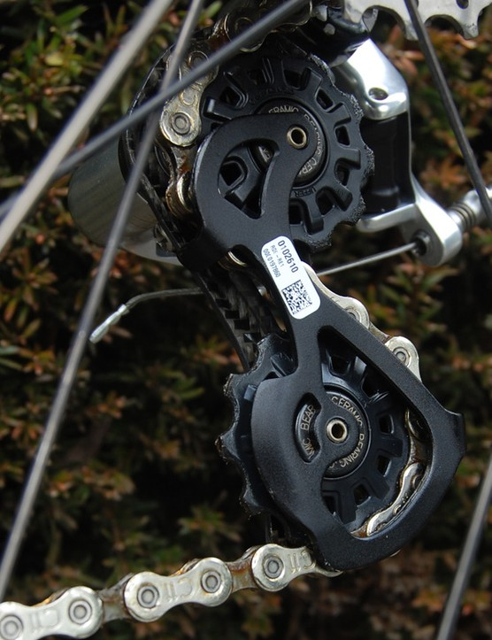 The new Campagnolo Record rear derailleur is fitted with ceramic bearing pulleys as standard equipment.