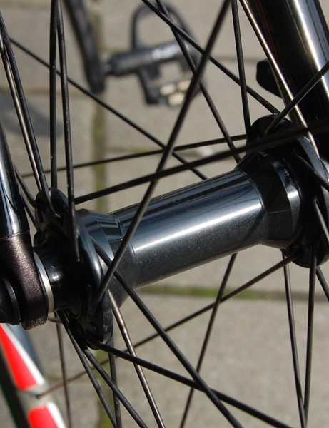The front hub isn't marked, either, but it isn't hard to determine the brand based on the characteristic shape.