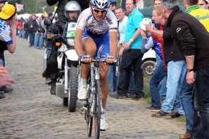 Filippo Pozzato (2nd) said he was spat on and had beer thrown at him as he pursued Tom Boonen