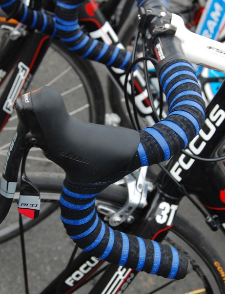 Fizik's new dual:tape already includes a layer of padding down its centre but a little bit extra beneath is a good way to go at Paris-Roubaix