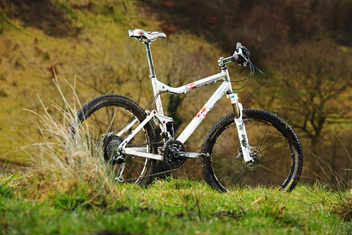 Kona's racer is short on travel, but defi nitely not on speed and character