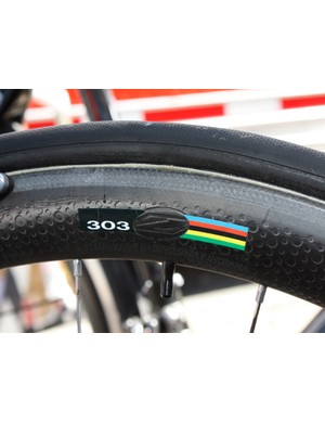 Naturally, Zipp supply the 303 with their trademark dimpled surface.