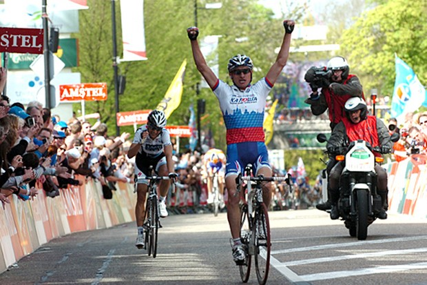 Sergei Ivanov beats Karsten Kroon to win the Amstel Gold Race