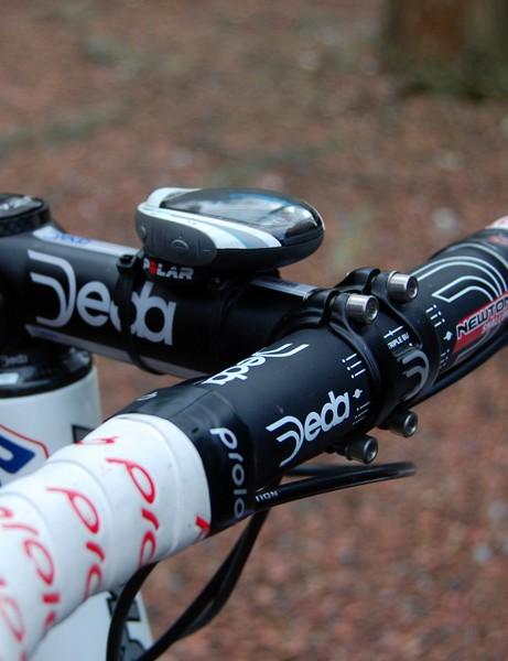 Pozzato uses a Deda Zero 100 stem and Newton aluminium handlebar