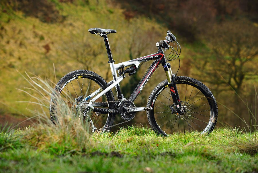 The Spark mixes a sub 1800g frame and shock weight with strength and stiffness
