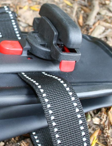 Neat clip release system on the saddle packs