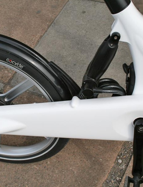 Fully enclosed chainguard to protect the chain from grime and to keep loose clothing out of the way
