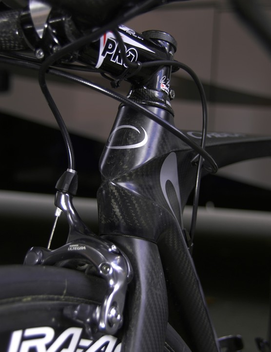 Orbea opt for a conventional 1 1/8in steerer instead of a narrower 1in one, saying the unique head tube shape allows for lower drag without compromising front end rigidity