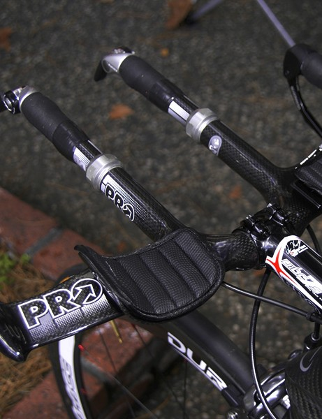 Team Type 1 are sponsored by Shimano and PRO so Wilson uses the flat version of PRO's integrated Missile aero bar