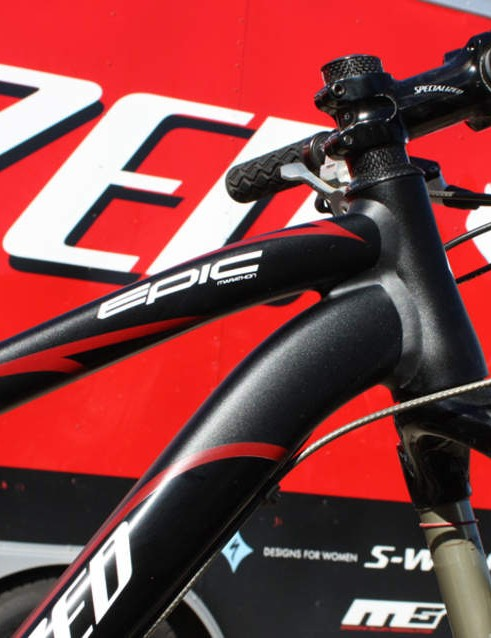The curved down tube leaves ample clearance for the top caps on the fork.