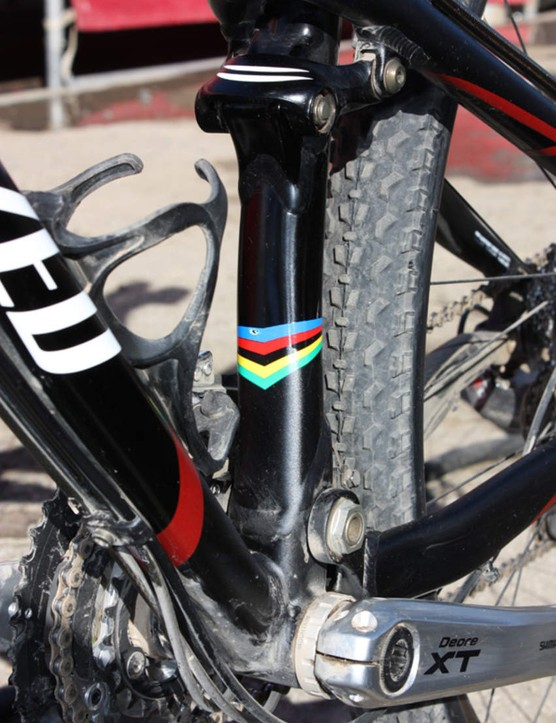The seat tube is notably offset towards the non-driveside to leave enough room for the front derailleur.