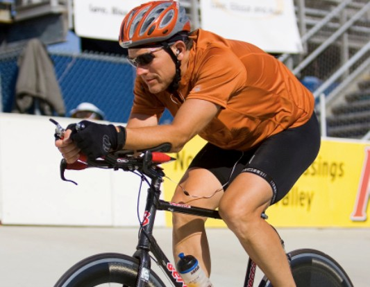 Chris Paradysz rode 416.09 miles/669.63km in 24 hours on a velodrome in Pennsylvania for lupus April 26, 2009.