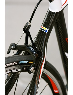 Look uses a wishbone seat stay on most of its road models.