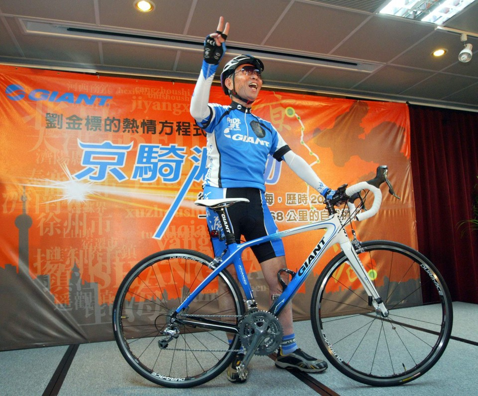 08747a54703 Giant Bicycle Chairman King Liu and the special edition Giant Defy Advanced  that the 75-