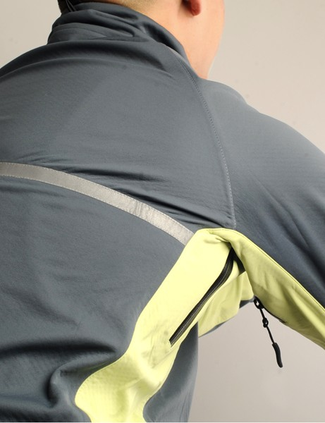 The reflective stripe on the rear of the shoulders adds visibility but its non-stretch nature restricts the fit