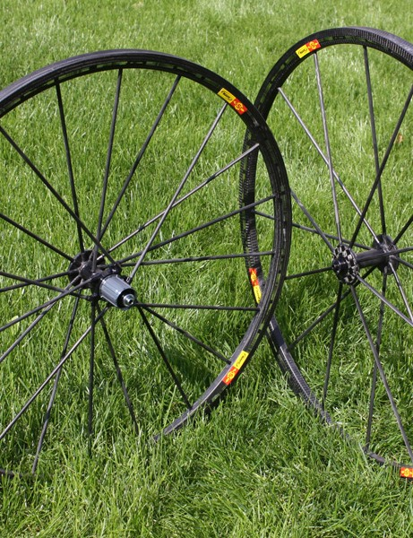 Mavic's new R-Sys Ultimate wheelset is their most climbing-specific model to date with a claimed weight of just 950g for the pair