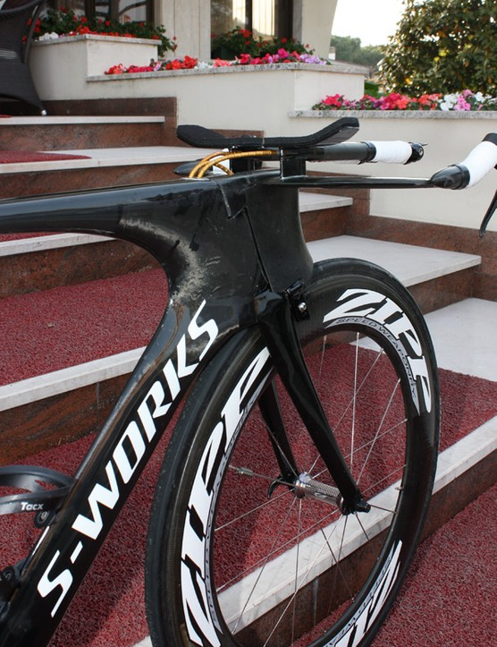 The external steerer tube effectively makes the section depth far greater than 3:1 when combined with the head tube.