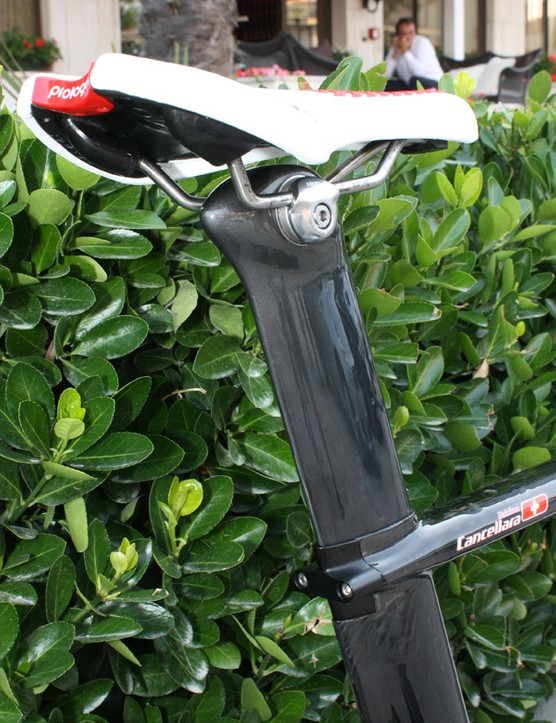 Even the back of the seatpost head adopts an aerodynamic profile.