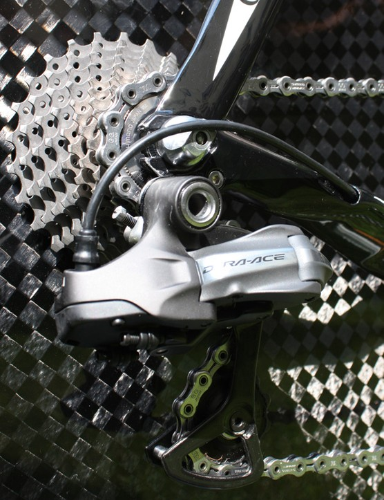 Rear-entry dropouts allow for a smaller gap between the seat tube and rear wheel.