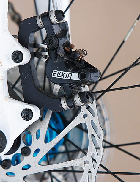 Avid Elixir brakes are light and offer up excellent performance