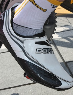 Michael Rogers (Columbia-High Road) pays homage to his native Australia with a pair of custom made Bont road shoes.