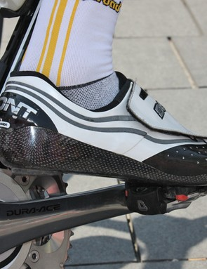 The carbon sole wraps up around the sides and rear of the foot for improved overall stiffness with minimal mass.