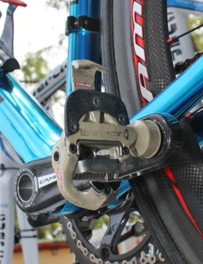 Gibo' clearly has a strong attachment to these old Time pedals, which have been customized with carbon fiber top plates.