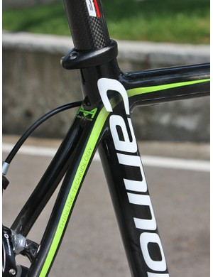 Cannondale molds a large concave plate into the front of the seat stay section, butts it up against the back of the monocoque front triangle, then wraps the whole thing with carbon to yield a strong joint with minimal material and lots of surface area.
