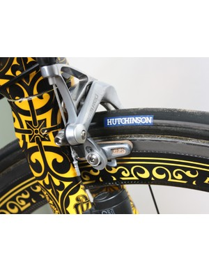 Bontrager carbon-specific cork brake blocks are fitted to the SRAM Red pad holders