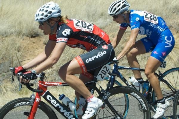 Kristin Armstrong (Cervélo Test Team) and Chole Forsman (VAC) at the 2009 Tour of the Gila.
