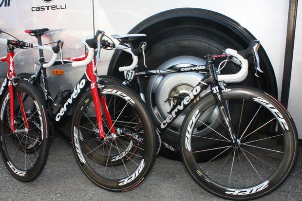Carlos Sastre (Cervélo Test Team) is using a lighter and more comfortable Cervélo R3-SL instead of his team-mates' more aero S2 machines