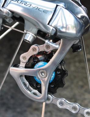 More Enduro ZERØ ceramic bearings are found in the rear derailleur pulleys