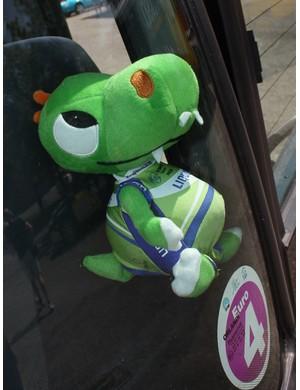 Liquigas's team bus is accompanied by a cheery lizard