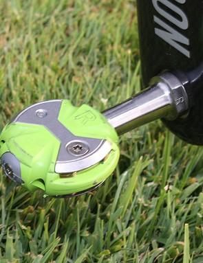 Basso is using Speedplay Zero Titanium pedals in a special Liquigas green hue.
