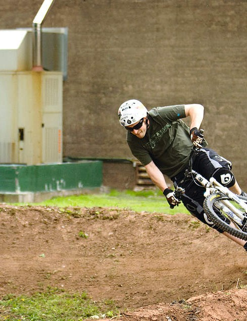 Scott rips up the dirt, displaying decades of experience in the process