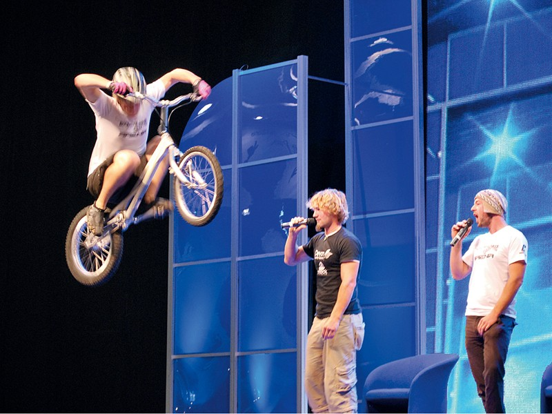 Onza's Joe Seddon shows off his moves at Cycle 2008