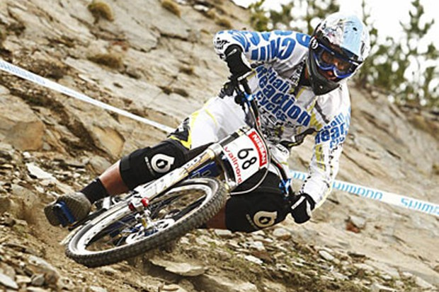 Video: ChainReactionCycles/Intense downhill team