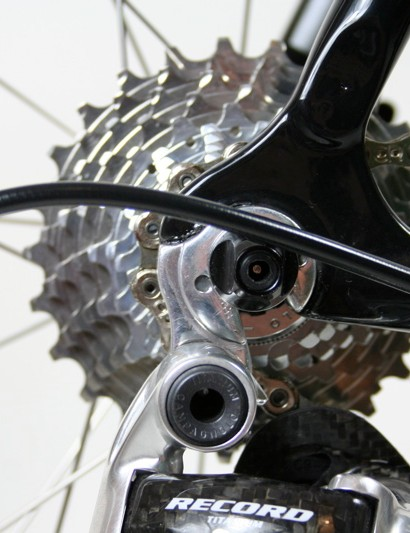 A replaceable aluminium rear derailleur hanger lessens the chance of serious crash damage