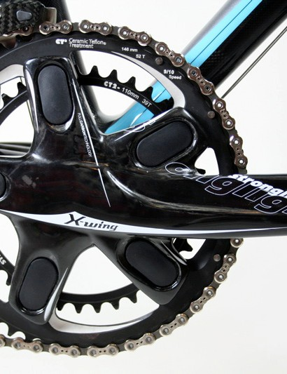 A Stronglight X-Wing Activ Link chainset was the one deviation from the Campagnolo groupset