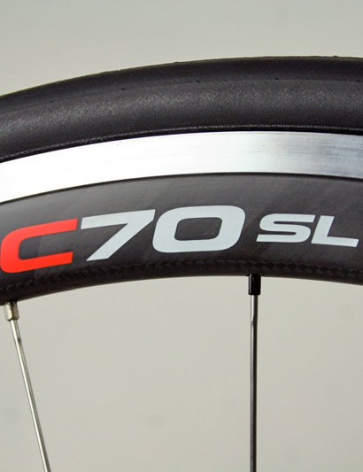 Easton EC70 SL wheels combine the advantages of a relatively deep carbon rim with the convenience of an aluminium clincher