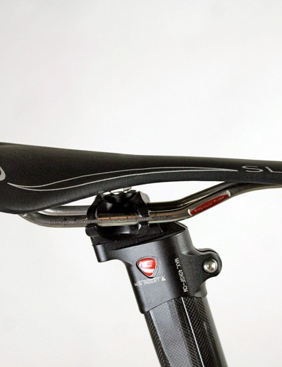 The Selle Italia SLR saddle is mounted to an external seatmast head with adjustable fore-aft positioning