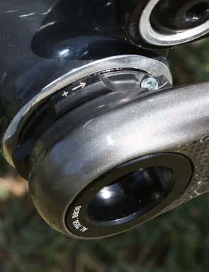 A small threaded collar allows for fine bearing adjustment on the BB30 version