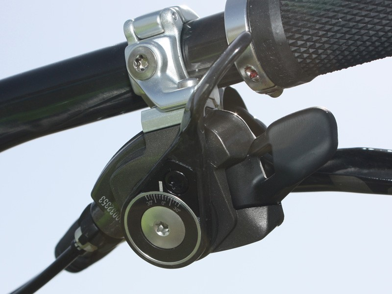 The pull lever is still adjustable for angle but now 3mm shorter than X.0 and made of carbon fibre